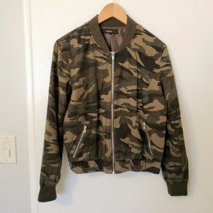 Forever 21 women's camo bomber military jacket